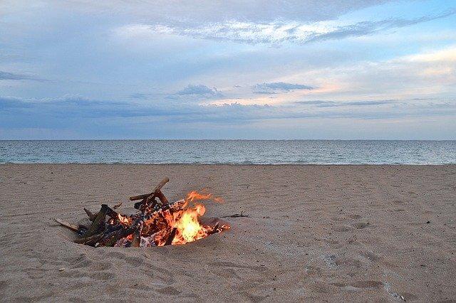 Hogueras en la playa