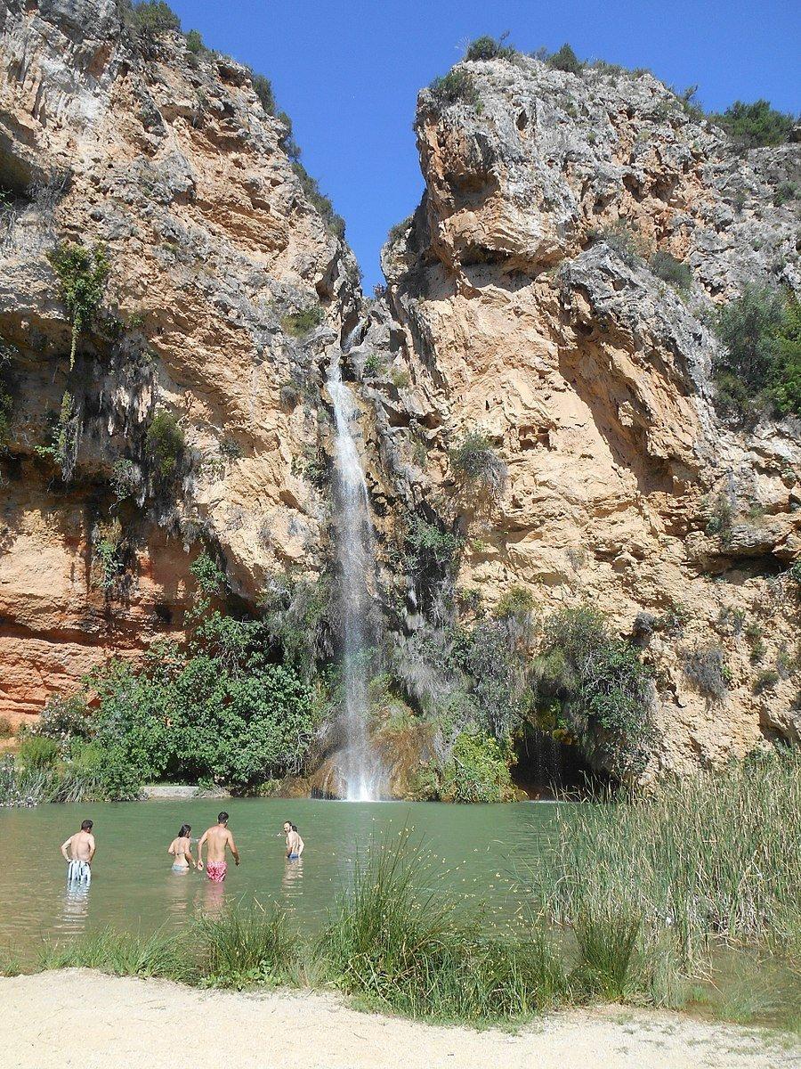 Cascada cueva del turche
